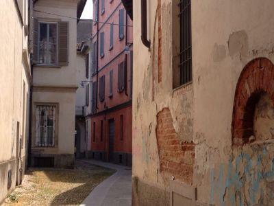 un vicolo nel centro di Pavia
