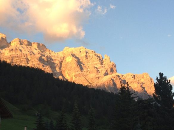 Gruppo Conturines La Varella, sopra San Cassiano, al tramonto