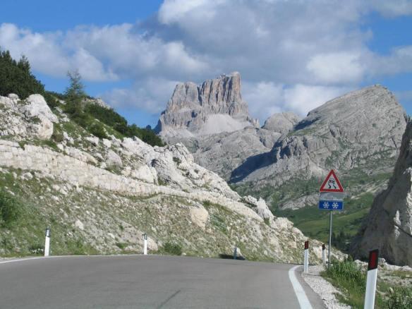 Passo Valparola - sullo sfondo il Monte Averau