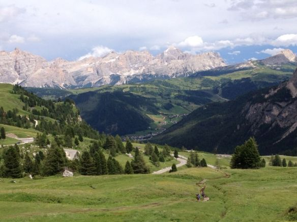 Panorama della Val Badia dal Passo Gardena