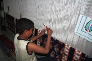 bambino con tappeto