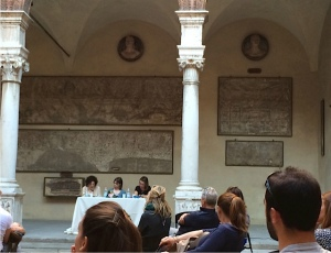 Elisaetta al centro. Silvia e Chicca ai lati. Palazzo Fodri - Cremona