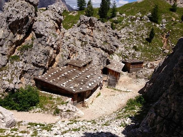 Baracche-ricovero viste dall'alto - Cinque Torri (Ma Bohème - foto by Primula)