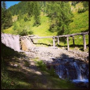Ruscello sul sentiero che conduce al Santa Croce sopra San Cassiano - Val Badia (foto personale)
