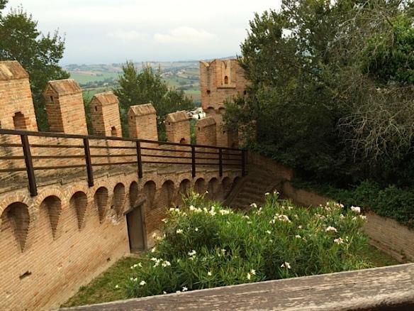 Camminamenti di ronda all'interno della Rocca di Gradara foto by Primula - Ma Bohème