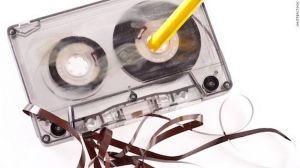audiocassetta e matita
